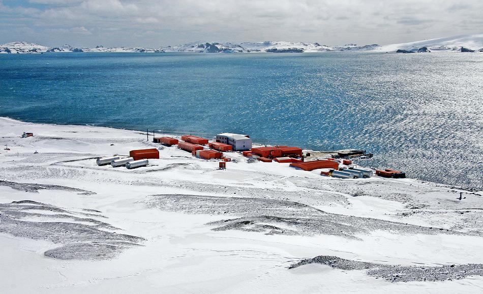 """Die koreanische Antarktis-Station """"King Sejong"""" auf der subantarktischen Insel King George Island ist eine von zwei koreanischen Stationen. Während des ganzen Jahres besetzt, finden im Sommer ca. 90 und im Winter 17 Personen Platz."""