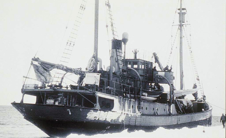 Das Schiff HMAS Wyatt Earp, welches 1947 für die Expedition nach Antarktika verwendet werden sollte, konnte sein Ziel aufgrund schlechten Wetters und Eis nicht erreichen. Bild: Laurence Le Guay