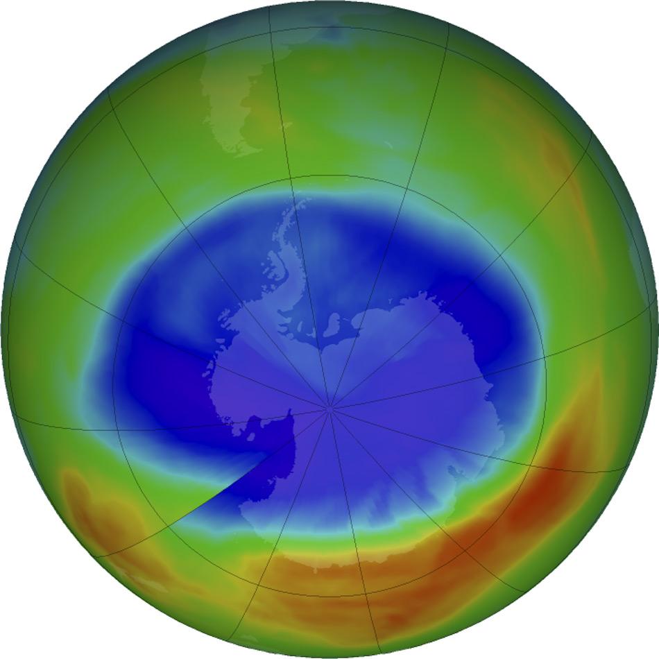 Satellitenmessungen von 2017 zeigten, dass das Ozonloch über der Antarktis im September das kleinste seit 1988 war. Während der grössten Ausdehnung am 11. September 2017 erstreckte sich das Ozonloch dennoch über eine Fläche, die fast zweieinhalbmal so groß war wie die USA. Violett- und Blautöne zeigen Bereiche mit den niedrigsten Ozonkonzentrationen. (Quelle: NASA / NASA Ozone Watch / Katy Mersmann)