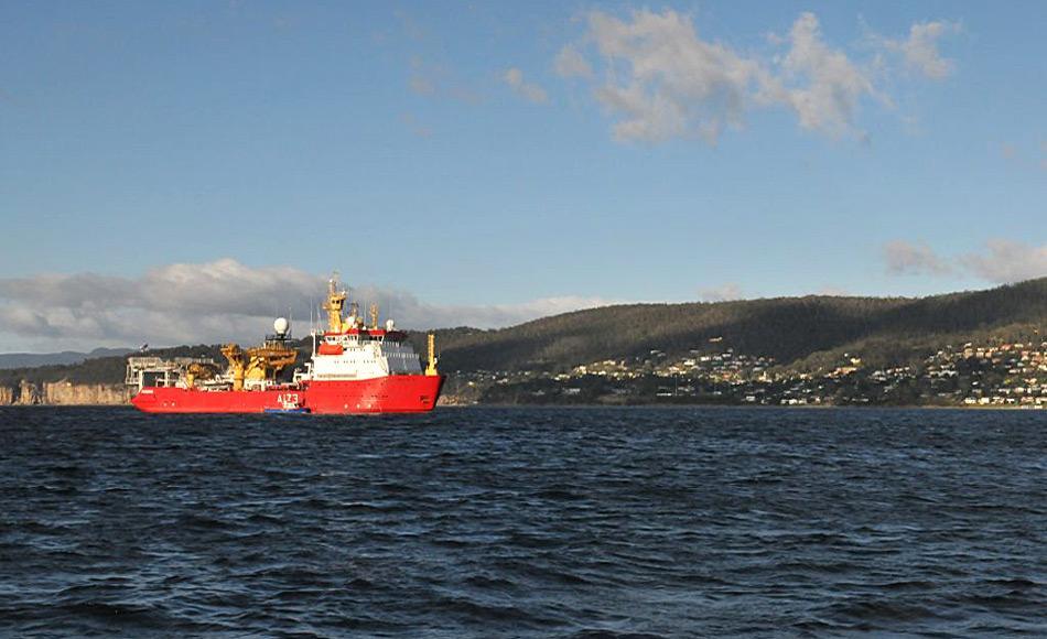 HMS Protector kommt in Hobart an bevor sie zu einer wichtigen Fischerei Patrouille im Süd-Ozean aufbricht. Foto: AAD