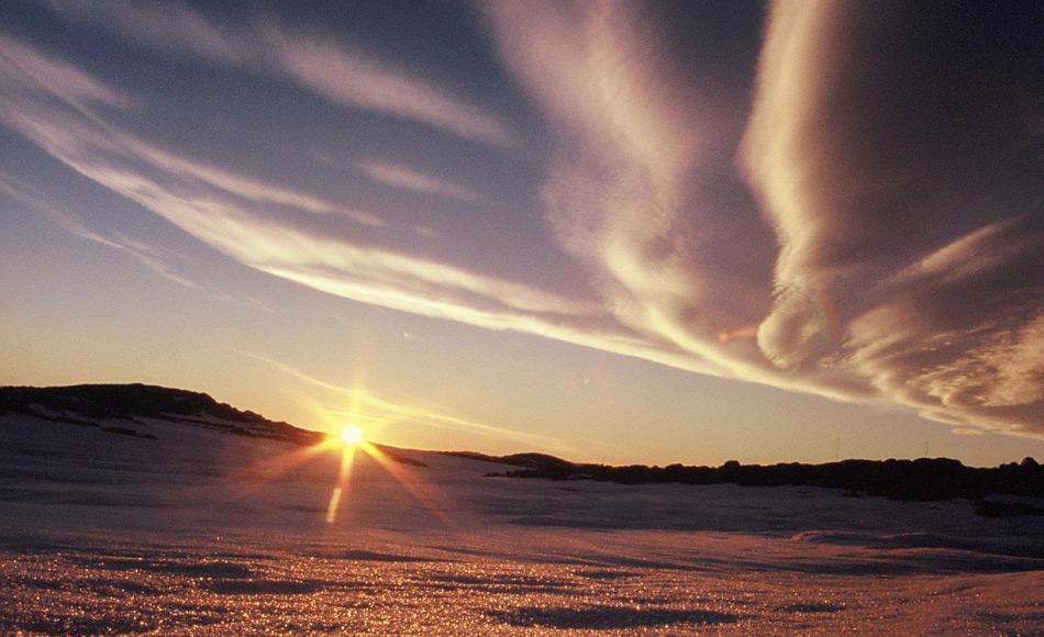 Eine alltägliche Erscheinunge sonstwo auf der Welt ist in der Antarktis etwas ganz besonderes - den Sonnenaufgang. (Foto: Katja Riedel)